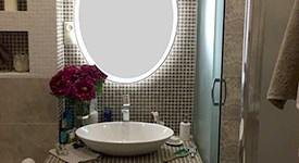 Атмосфера отельной роскоши и элегантности в интерьере ванной комнаты